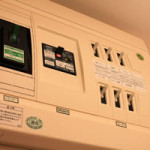 家の電気の半分だけが停電 (?_?)